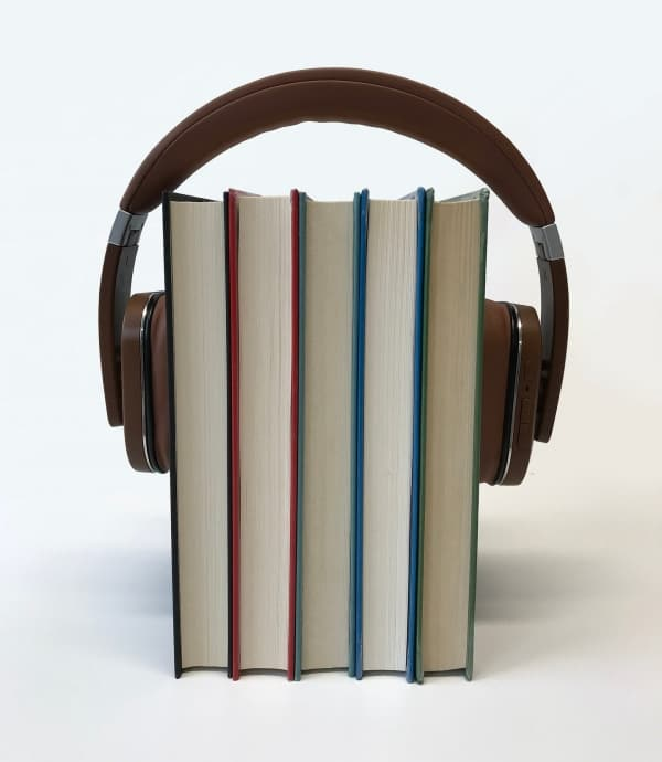 Audiobooki, czyli książki do słuchania dostepne w księgarni internetowej.
