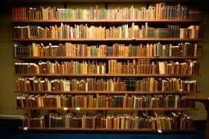Tradycyjna biblioteka studenta zmienia się na naszych oczach. Dzisiaj biblioteki online i księgarnie internetowe są codziennością!
