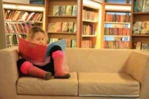Które książki dzieci czytają chętnie? Czy są nimi lektury szkolne? Dzieci czytają nasze książki.
