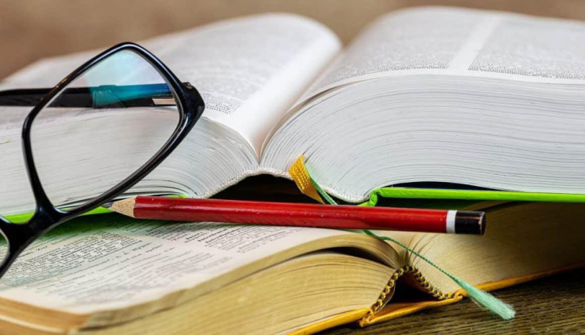 Książki na studia ekonomiczne to także encyklopedie w księgarni internetowej.