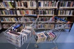 Zakupy książek w wersji elektronicznej są coraz popularniejsze. Księgarnia internetowa rozwiązuje wiele problemów z czytaniem książek.